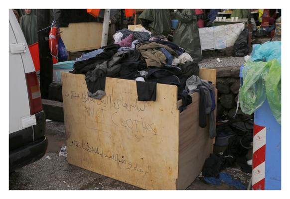 Voellig durchnaesste Kleidung der Refugees