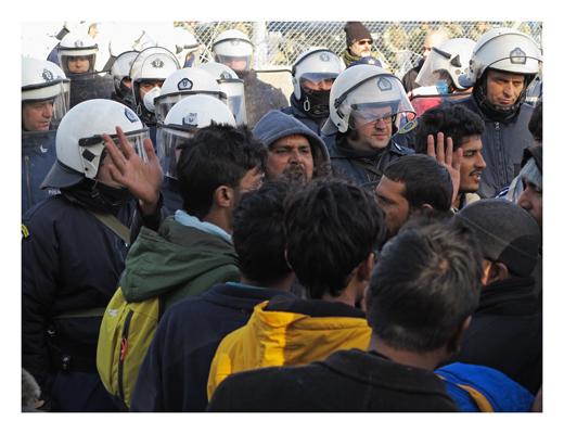 Mazetonien. Polizei hindert Iranische Fluechtlinge an der Einreise